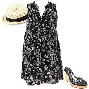 👍🏻3/$25👍🏻 Old Navy floral dress, medium